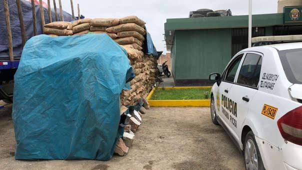 Fiscalía ordenó descargar azúcar y almacenarlo afuera de la comisaría de Picsi