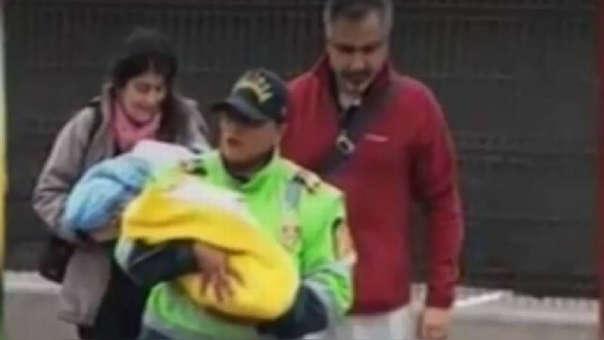 La pareja fue detenida y los bebés fueron enviado a un albergue.