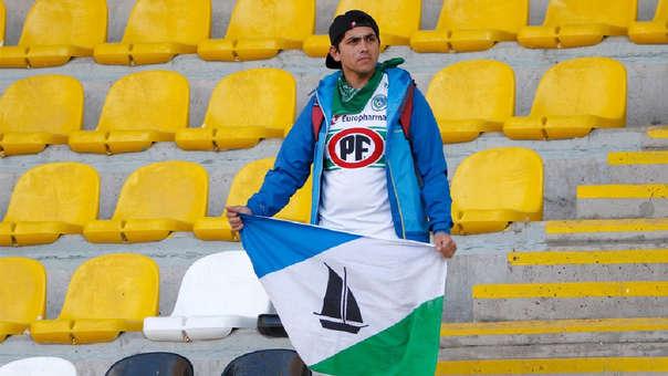Sebastian Carrera dio la vuelta al mundo al viajar 1.500 kilómentros para ver al Puerto Montt  y resultó ser el único fanático de su equipo en el estadio.