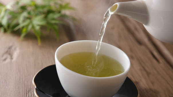 4. TÉ VERDE  Las catequinas del té verde actúan como sustancias antioxidantes, lo que puede ayudar a reducir la inflamación producida por el exceso de tejido adiposo.