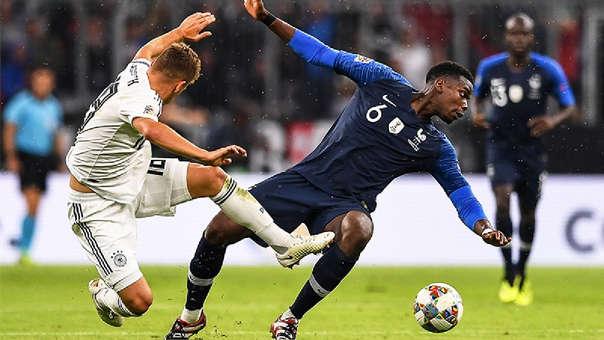 Paul Pogba y Joshua Kimmich disputando un balón en el Allianz Arena.
