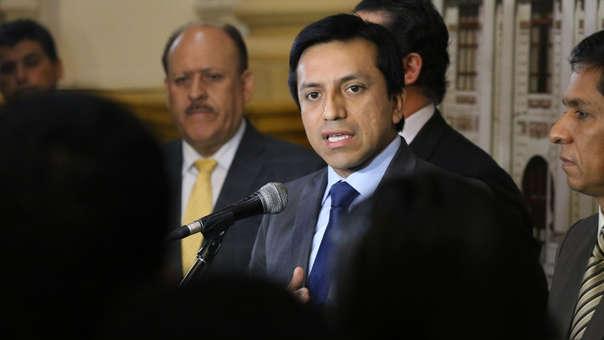 El congresista oficialista dijo que la contratación de José Cavassa estuvo a cargo del personero Carlos Portocarrero.