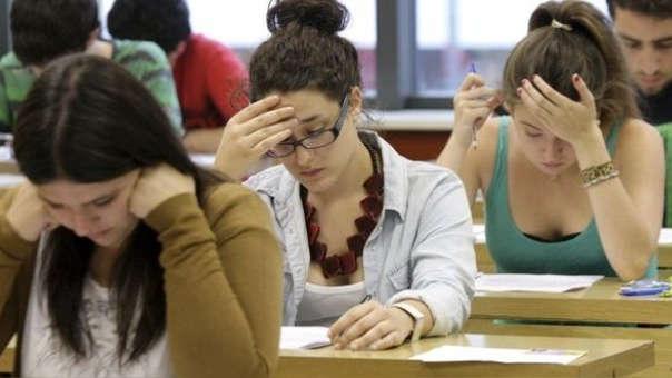 El informe apunta que un 50 % de las mujeres de 25 a 34 años tenían estudios universitarios en 2017, frente al 38 % diez años antes.