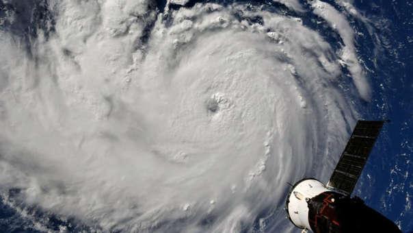 Vista desde un satélite de la NASAS dle huracán Florence en su camino hacia Carolina del Norte y Carolina del Sur, en Estados Unidos.