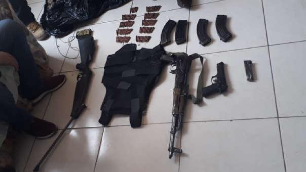 Fisil AKM, revólveres y municiones fueron incautados