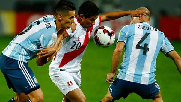 La Selección Peruana jugó por última vez con Argentina en las Eliminatorias Rusia 2018. El partido quedó 0-0.