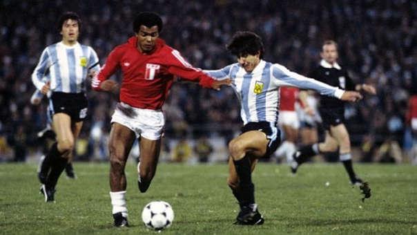 Teófilo Cubillas es reconocido mundialmente como uno de los mejores jugadores peruanos de la historia.