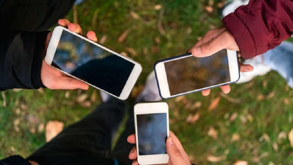 Dos días hábiles antes del bloqueo del equipo móvil, la empresa operadora deberá enviar un mensaje de texto indicando la suspensión del servicio.