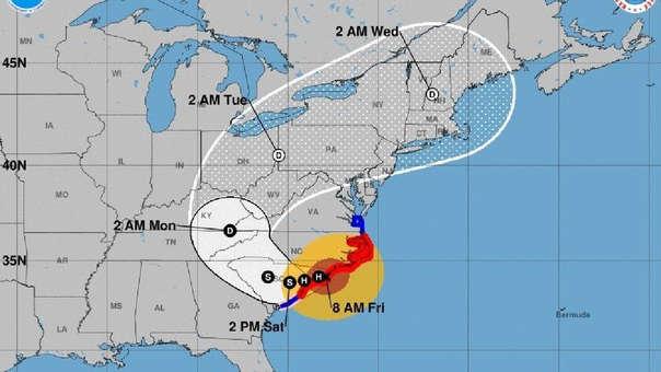 Reporte del NHC sobre el huracán Florence, su ubicación y su desplazamiento.