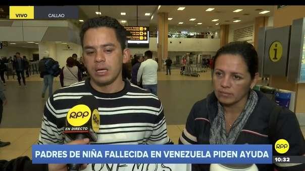 La pareja solicitó apoyo en el aeropuerto.