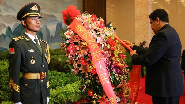 Nicolás Maduro en el homenaje a Mao Zedong.