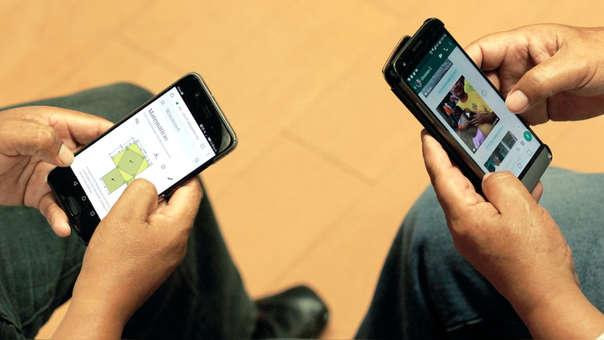 Foto jóvenes con celulares