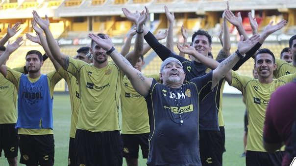 Diego Maradona ha sido recibido como todo un ídolo por los hinchas del Dorados de Sinaloa.