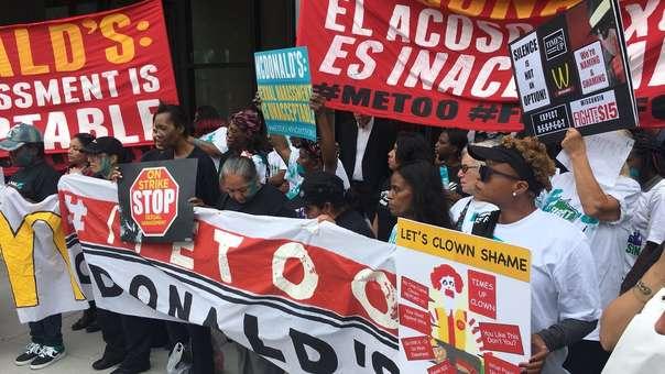 Trabajadoras  llegaron marchando hasta la sede principal de la empresa.