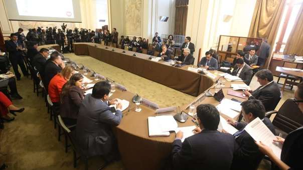 Subomisión aprobó informe final que recomienda acusaciones.