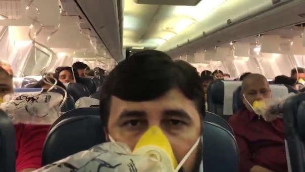 Así lucía la cabina del avión ante el descuido de la tripulación.