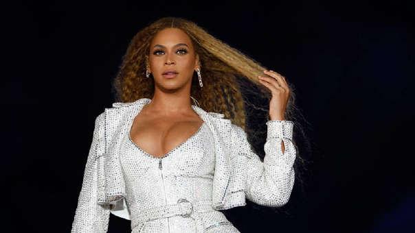 Padre de Beyoncé cree que la carrera de su hija se benefició por su tono de piel más claro.