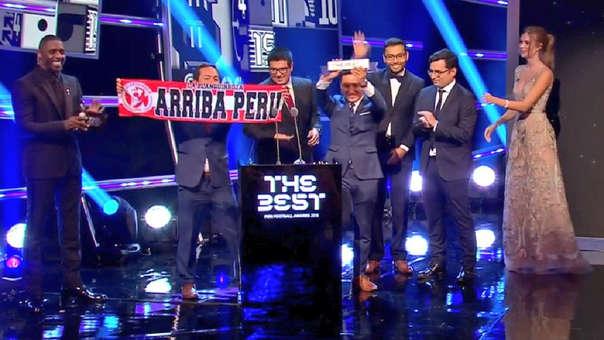 Los fundadores de La Blanquirroja fueron a la gala de la FIFA para recibir el premio.