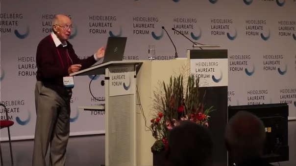 Michael Atiyah (89) durante su conferencia en un congreso en Heidelberg (Alemania).