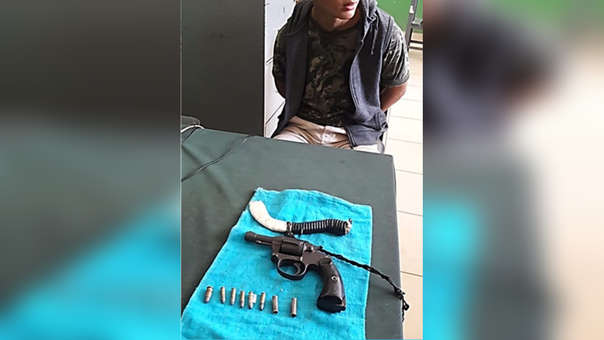 Menor de edad fue intervenido y se le halló un arma de fuego y un cuchillo