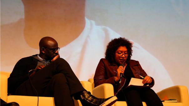 Rocío Muñoz, representante de la organización Perú Afro, inicia la conferencia