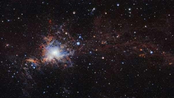 El telescopio RC-1M tiene un metro de diámetro y 4.175 metros de altura.