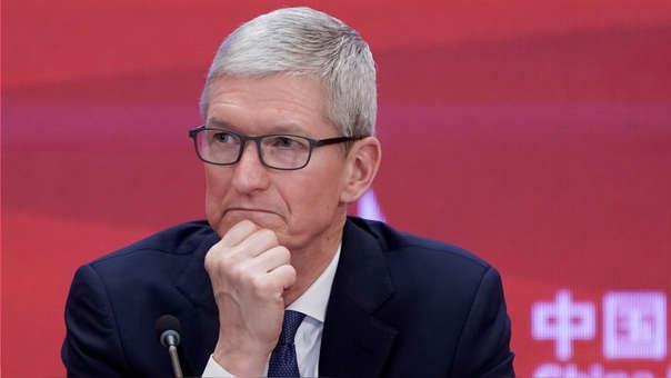 Tim Cook, CEO de Apple, arremete contra Facebook