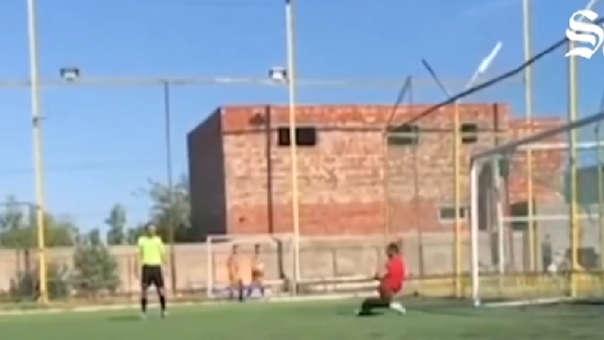 Viral: gol de árbitro da vuelta al mundo