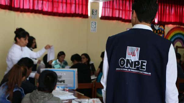Trabajadores que realicen labores de miembro de mesa durante el domingo de elecciones usualmente reciben un día de descanso en su centro de labores.