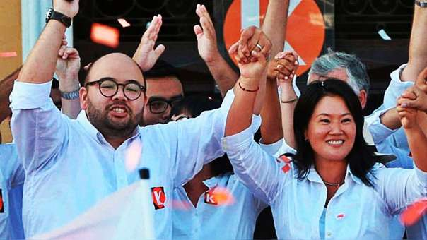 Diethell Columbus junto a Keiko Fujimori durante su presentación como candidato a la alcaldía de Lima.