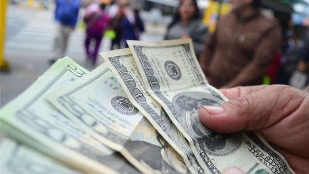 La semana pasada el dólar se mantuvo al alza durante casi todos los días.