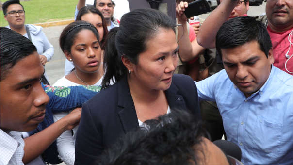 Keiko Fujimori a su llegada a la casa de su padre luego de un juez anuló el indulto de este y ordenó su captura. Una semana después, el Poder Judicial ordenó la detención preliminar de la lideresa de Fuerza Popular.