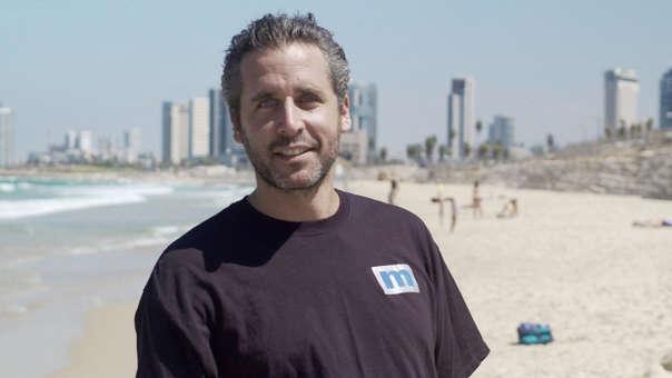 Ari Nagel es padre de 35 niños nacidos en diferentes lugares del mundo y de otros 13 en camino.