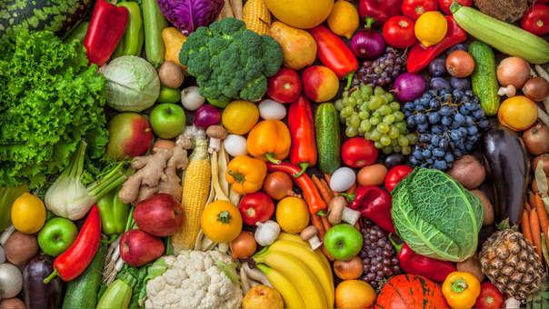 9. FRUTAS Y VERDURAS  En general, las frutas contienen una cantidad importante de fibra insoluble y poco aporte energético.