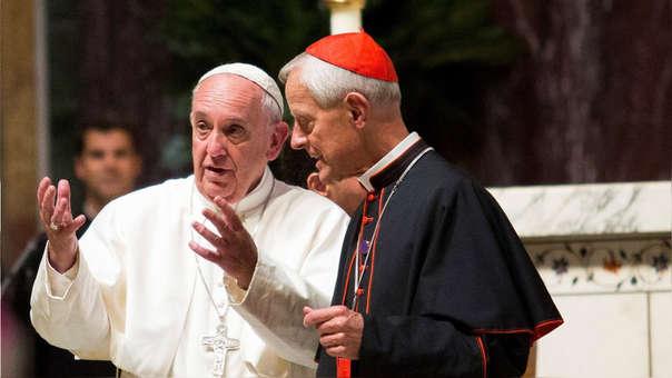 El papa Francisco con Donald Wuerl  en Estados Unidos en una misa en el 2015.