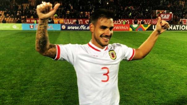 Joseph Chipolina anotó de penal para darle el primer triunfo a Gibraltar en un torneo oficial. Nuevo héroe.