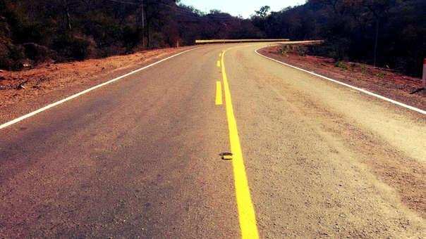 La carretera inicia en La Paz y acaba en el Hito IV, donde se conecta con Tacna.