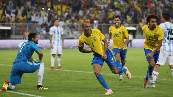 Brasil no gana un título oficial desde el 2013. Fue la Copa Confederaciones.