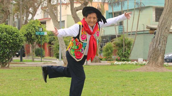 El 'Chato' Grados ha recorrido el mundo interpretando su famoso huaylarsh.