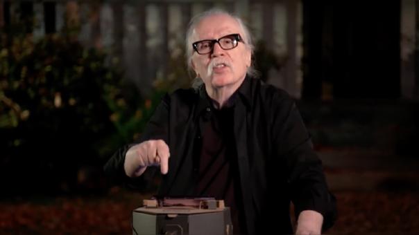 John Carpenter interpretando la canción de Halloween en un Nintendo Labo