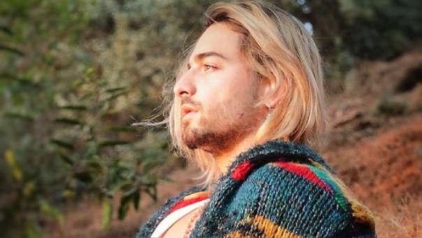 El cambio de look del intérprete trajo una ola de comentarios en los que lo comparaban con Kurt Cobain,