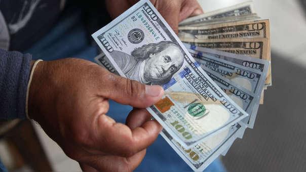 En lo que va del año la moneda estadounidense ha aumentado en 3.03%.