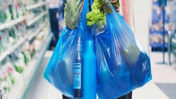 En el Congreso también se está debatiendo una norma que propone impuestos a las bolsas de plástico.