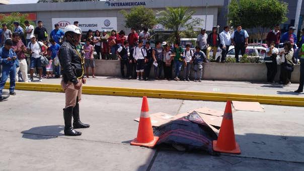 La Policía acordonó el lugar, mientras esperaban al fiscal de turno