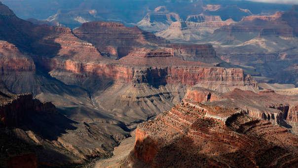 El Gran Cañón es una escarpada garganta excavada por el río Colorado en el norte de Arizona.