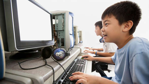 Las cabinas de Internet son esenciales para las personas que no cuentan con una PC en casa