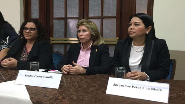 Rocío Sánchez, Sandra Castro y Jacqueline Pérez fueron distinguidas por su desempeño y labor en esta investigación.