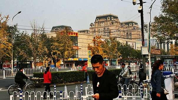 Bajo la constante mirada de miles de cámaras callejeras, los ciudadanos chinos ya empiezan a ser evaluados según su comportamiento a través de un polémico