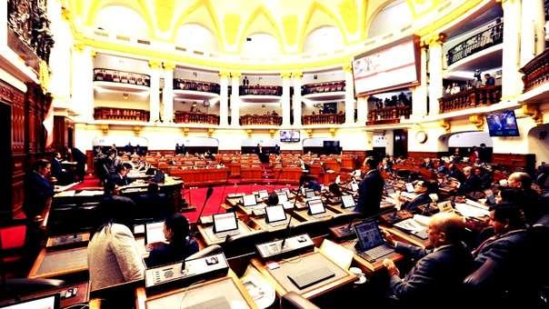 El debate sobre el informe de la comisión Lava Jato volvió a suspenderse el jueves tras incidentes en el Pleno. Está previsto que se reanude este viernes.