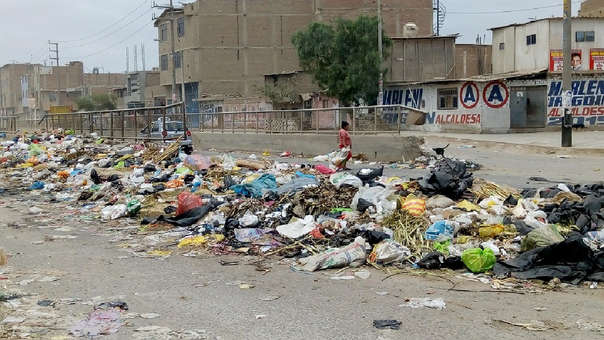 La Av. Chiclayo continua llena de basura